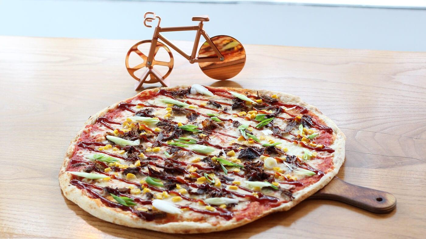 400 Grad Holzofen Pizza - Monatspizza Alessa